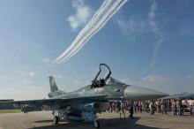 F-2とブルーインパルス