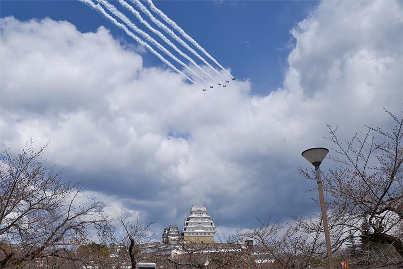 姫路城とブルーインパルス 予行