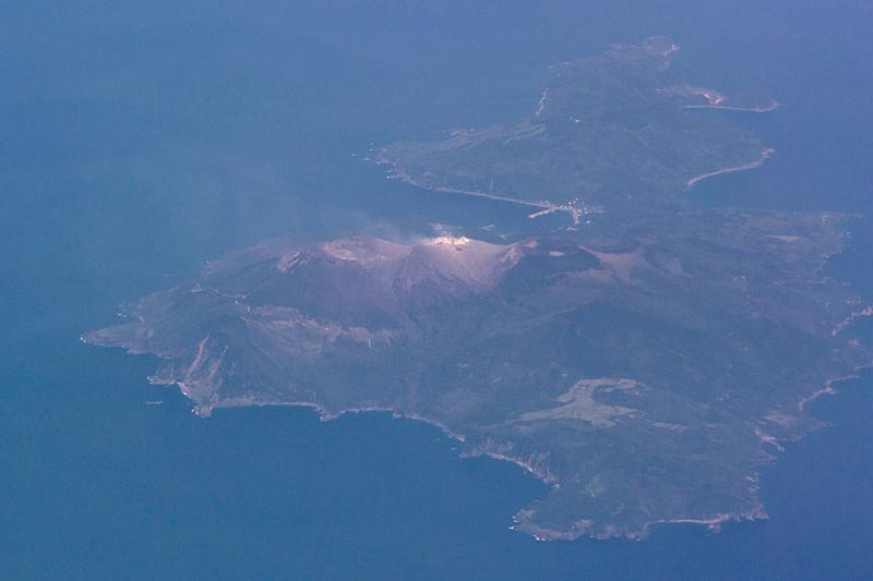 口永良部島と近くの火山島