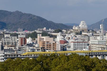 姫路城とドクターイエロー