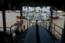 桟橋から船へ
